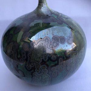 בקבוק נוי קרמי בצבעי ירוק ושחור